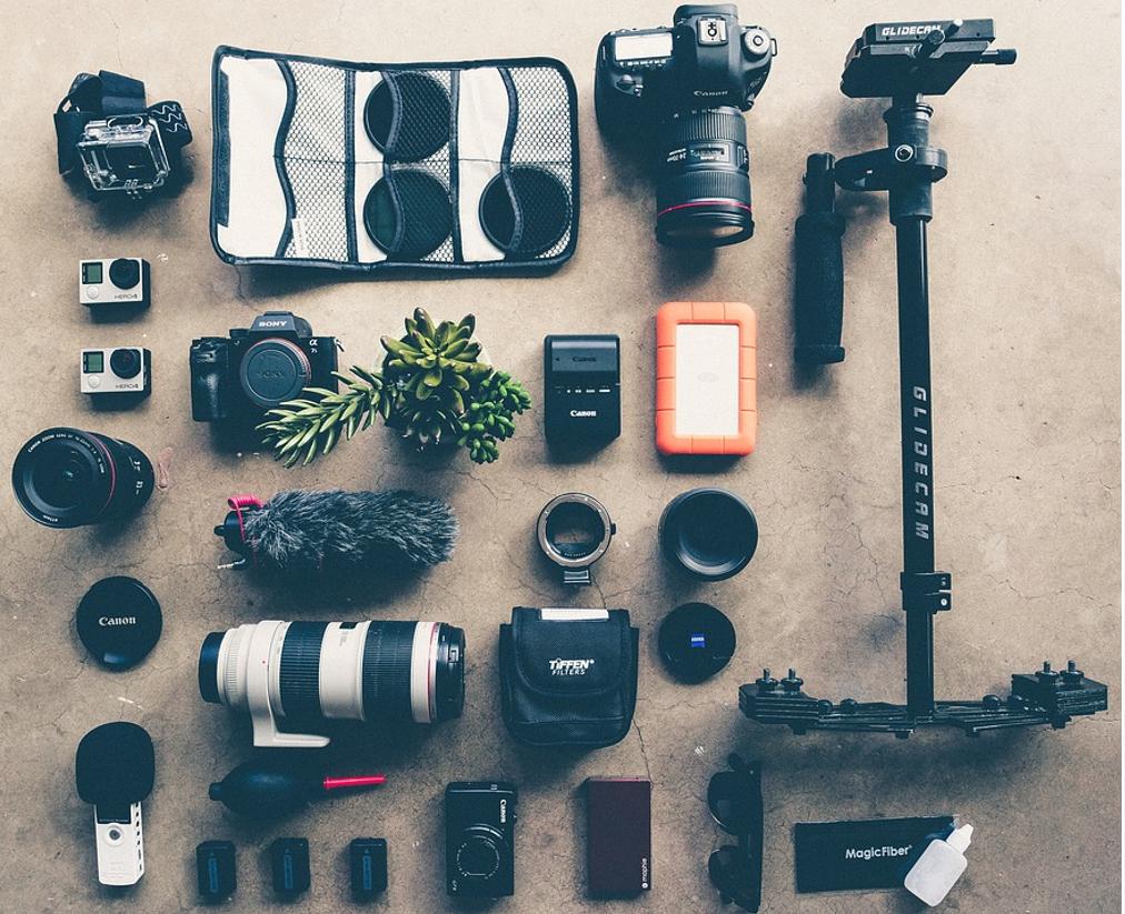 初めて一眼レフカメラを買う時に、まとめて購入すべき「必需品」「あると便利なアクセサリー」「いらないグッズ」